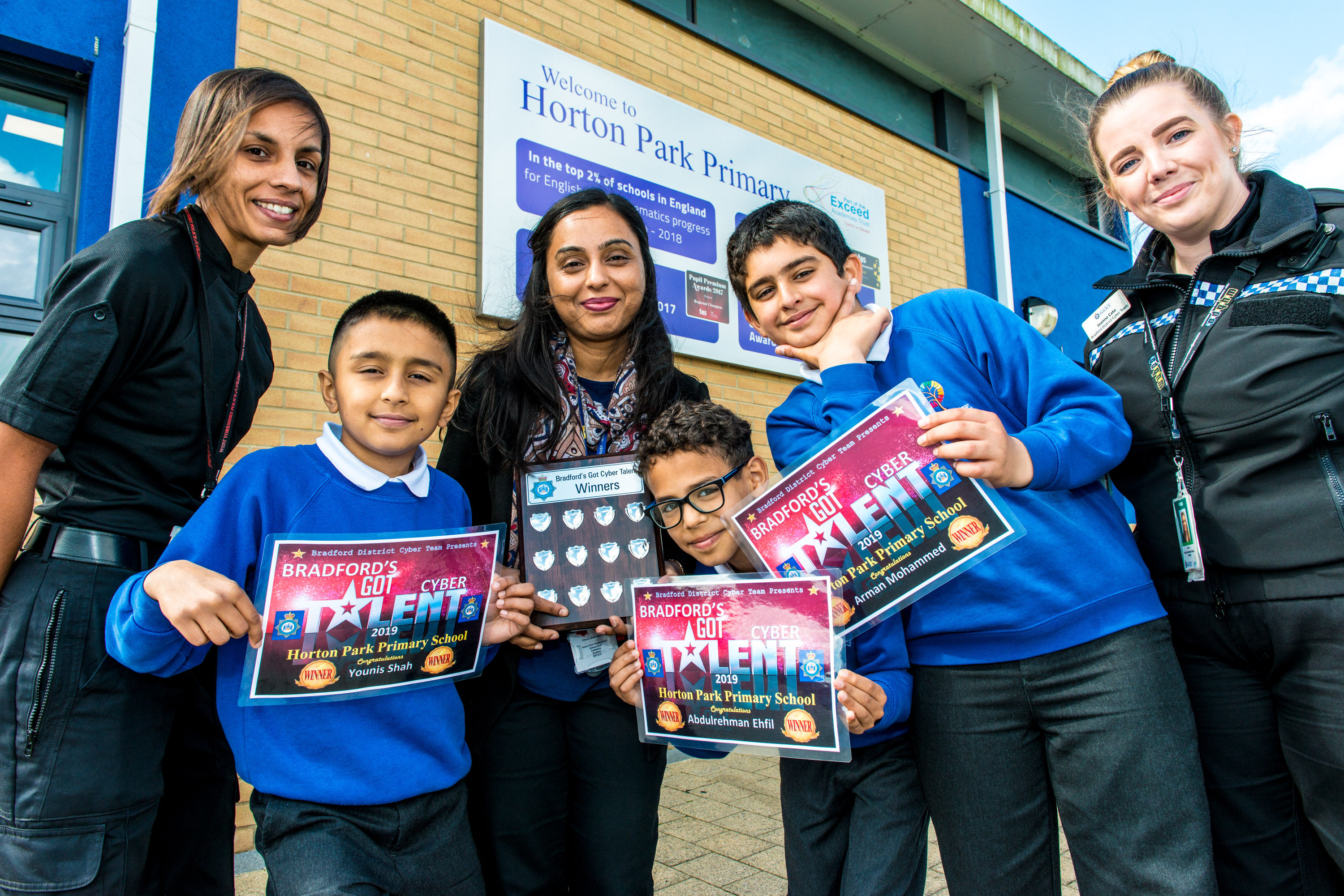 PCSO Sam Arif and PCSO Jo Cato, teacher Salma Rehman and pupils Younis, Abdulrehman and Arman.